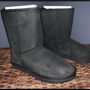 UGG classic short black boot